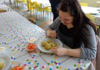 Od příštího školního roku by mohla jídelna vařit o 300 obědů více