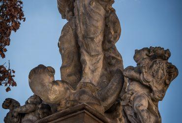 Socha Panny Marie ozdobila hrad