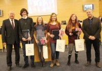 Zastupitelé poděkovali mladým medailistům za vzornou reprezentaci kraje