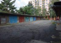 Vgarážovém dvoře vulici 28. října se opět parkuje