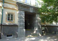 Vkvětnu byla dokončena oprava vstupního portálu budovy gymnázia