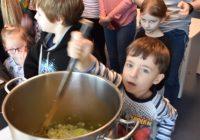 Šéfkuchař Radek Šubrt vLabe aréně ukázal, jak uvařit zdravé a lehké jídlo pro sportovce a inspirovat školní kuchyně