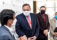 Svaz Vietnamců věnoval Ústeckému kraji pro Krajskou zdravotní finanční dar ve výši 800 tisíc korun